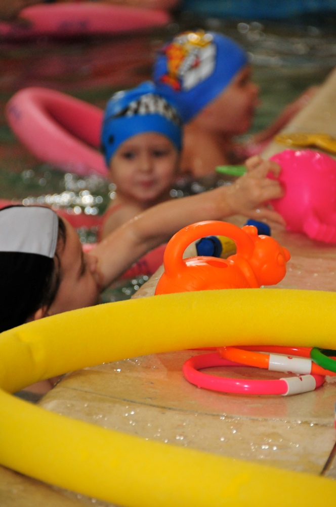 swimming lessons at Blue Wave for pre-schoolers