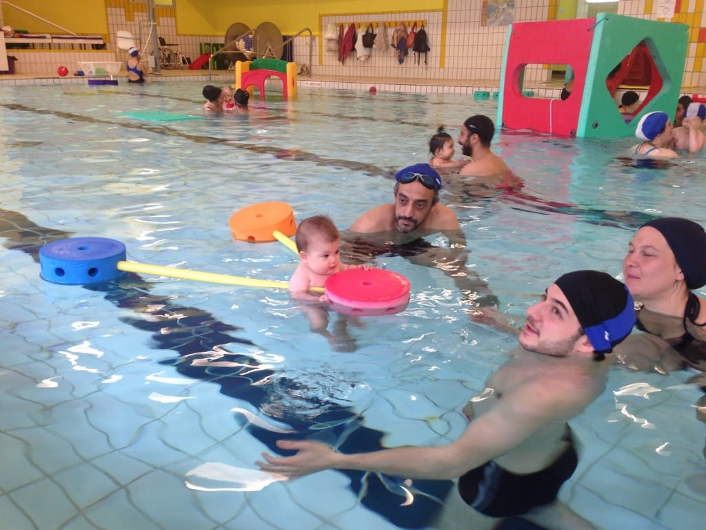 Baby & Parent swimming classes in Paris, France. Infant programme designed by Dr Daniel Zylberberg