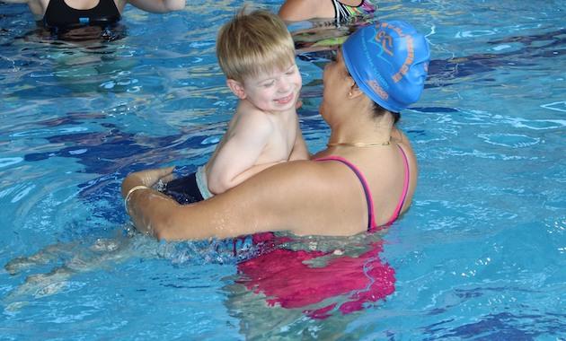 Marjan Moosavi from Blue Wave Swim School is teaching a child with autism to swim